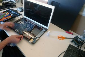 remplacement de pièces informatiques